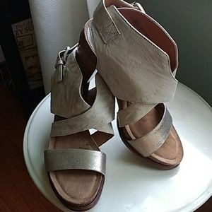 NEW Sofft genuine leather sandals